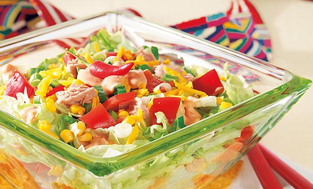 mexikanischer Salat in einer Glasschüssel