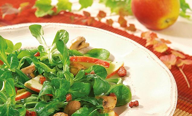 Feldsalat mit Äpfel und Pilzen