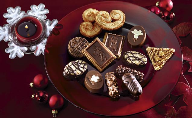 Schweizer Kekse auf Schale dargestellt