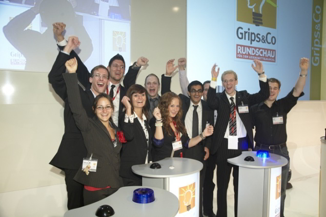 Siegerehrung Nachwuchswettbewerb Grips und Co. Die Top 10 Kandidaten freuen sich über die Auszeichnung.