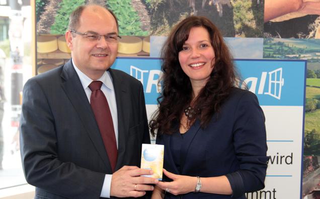 Vorstellung tegut Tee mit Regionalfenster von Bundesminister Schmidt und Giannina Feuerstein