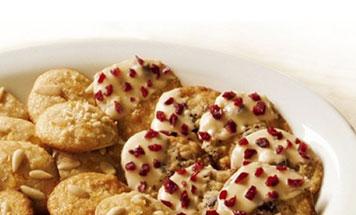 Cranberry Cookies mit Weißer Schokolade in Schüssel
